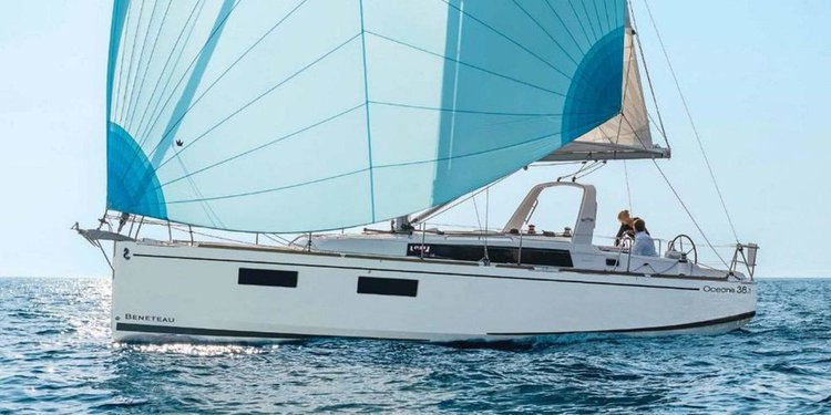 This 37.0' Bénéteau cand take up to 8 passengers around Zadar region