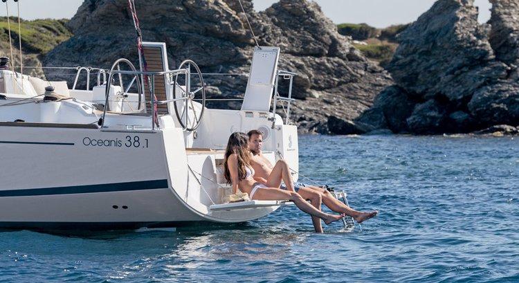 This 37.0' Bénéteau cand take up to 8 passengers around Zadar region