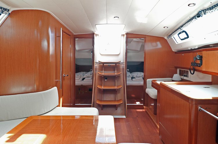 Discover Split region surroundings on this Oceanis 40 Bénéteau boat