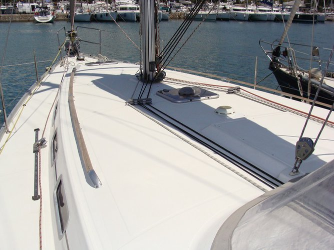 Discover Saronic Gulf surroundings on this Cyclades 43.4 Bénéteau boat