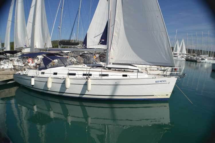 Discover Zadar region surroundings on this Cyclades 43.4 Bénéteau boat