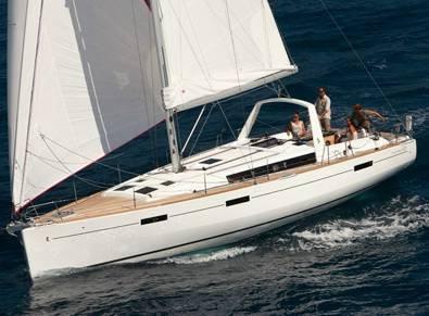 Jump aboard this beautiful Bénéteau Oceanis 45
