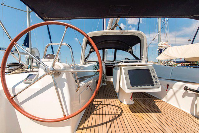 This 49.0' Bénéteau cand take up to 10 passengers around Cyclades