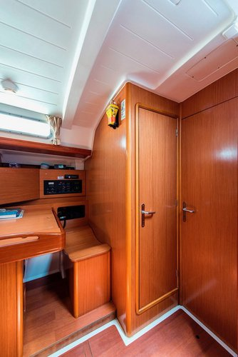 Discover Cyclades surroundings on this Cyclades 50.5 Bénéteau boat