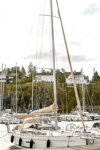 This 36.0' Dufour Yachts cand take up to 6 passengers around Stockholm County