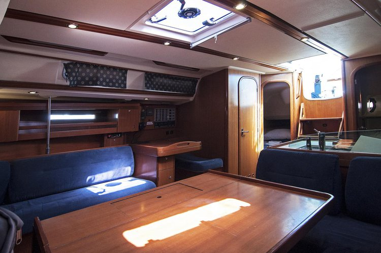 This 44.0' Dufour Yachts cand take up to 10 passengers around Split region