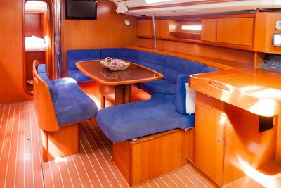 Up to 9 persons can enjoy a ride on this Dufour Yachts boat
