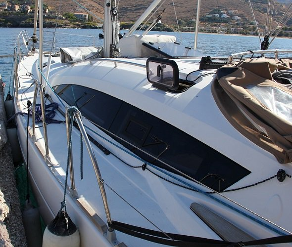 Discover Cyclades surroundings on this Elan 444 Impression Elan Marine boat