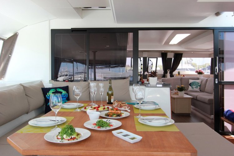 Discover Cyclades surroundings on this Fountaine Pajot Saba 50 Fountaine Pajot boat
