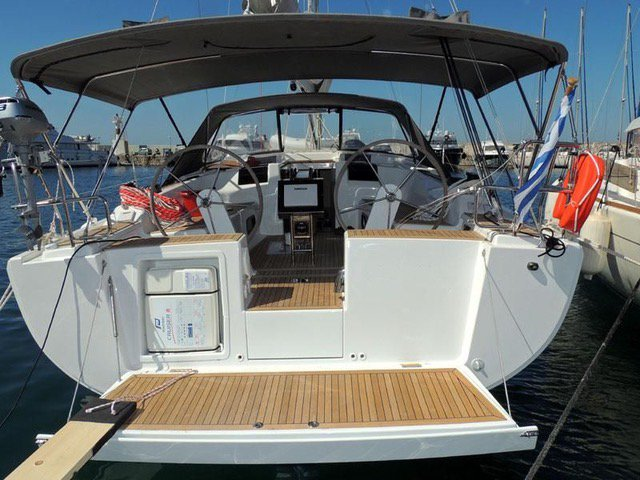 Jump aboard this beautiful Hanse Yachts Hanse 415