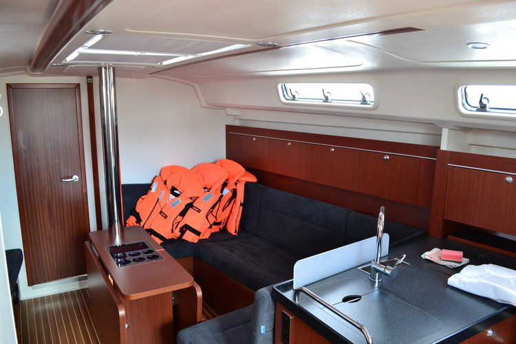 Discover Zadar region surroundings on this Hanse 415 Hanse Yachts boat