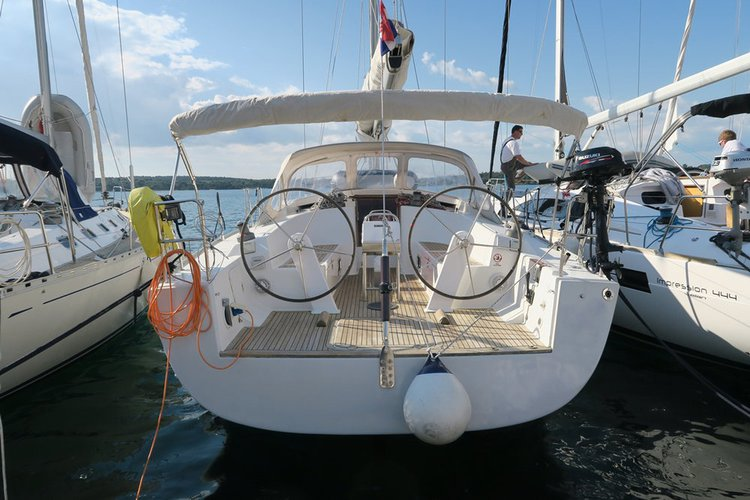 Discover Zadar region surroundings on this Hanse 430 Hanse Yachts boat