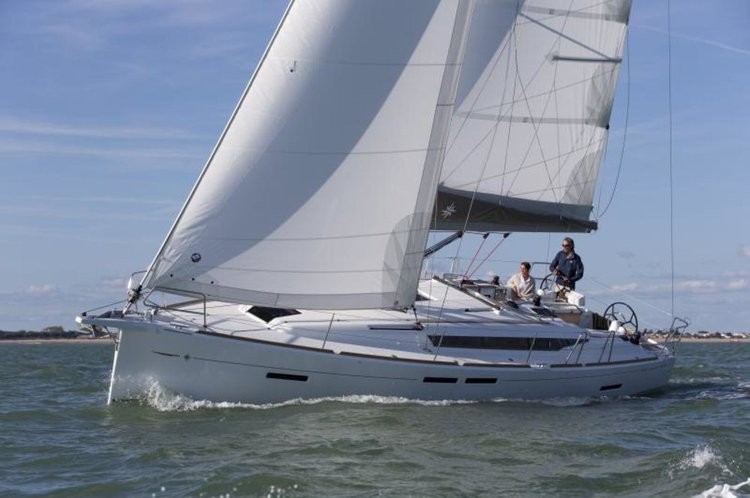 This 41.0' Jeanneau cand take up to 6 passengers around Ionian Islands