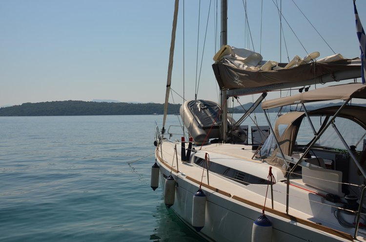 This 45.0' Jeanneau cand take up to 8 passengers around Ionian Islands