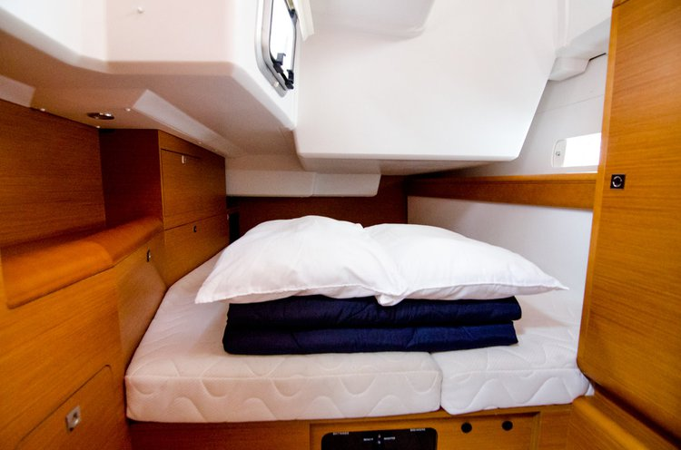 Discover Ionian Islands surroundings on this Sun Odyssey 519 Jeanneau boat