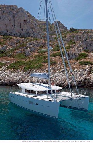 Discover Saronic Gulf surroundings on this Lagoon 400 Lagoon-Bénéteau boat