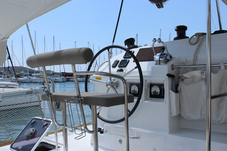 Discover Split region surroundings on this Lagoon 400 S2 Lagoon-Bénéteau boat