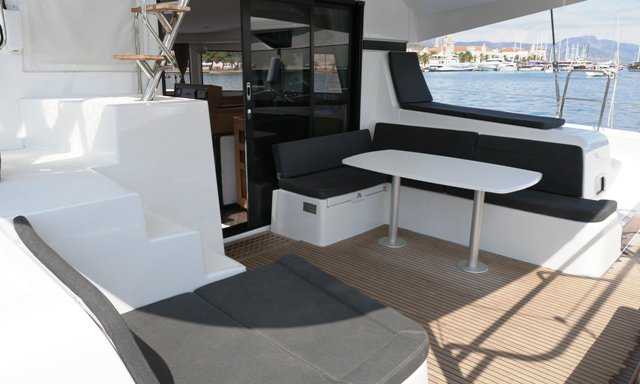 This 41.0' Lagoon-Bénéteau cand take up to 10 passengers around Split region