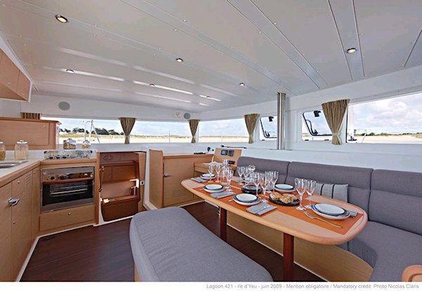 This 41.0' Lagoon-Bénéteau cand take up to 10 passengers around St. Martin