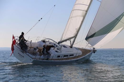 This 33.0' X-Yachts cand take up to 6 passengers around Split region