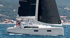 Sail Split region waters on a beautiful Bénéteau Oceanis 38.1