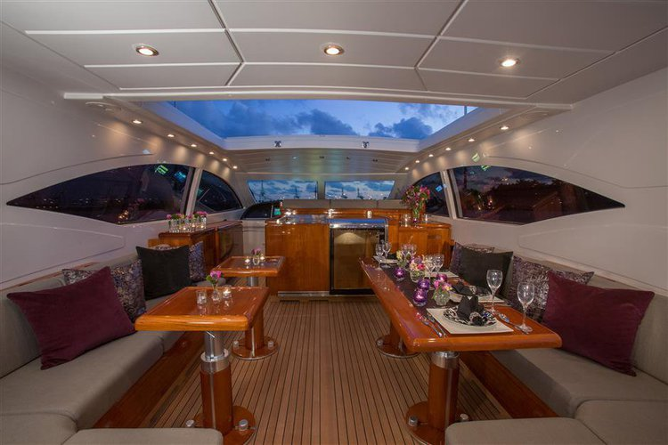 This 72.0' 72' Mangusta cand take up to 12 passengers around Miami