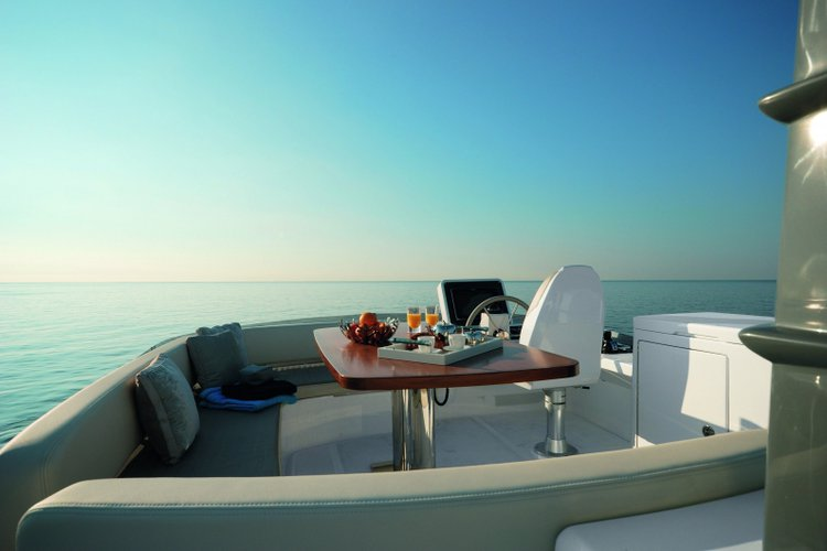 Azimut boat for rent in Cascais