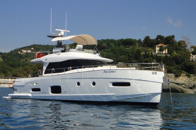 Up to 10 persons can enjoy a ride on this Azimut boat