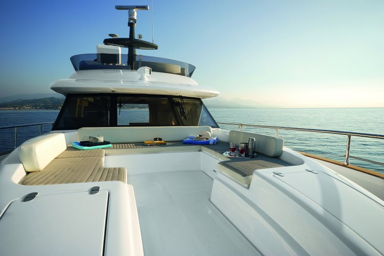 Discover Cascais surroundings on this Magellano 53 Azimut boat