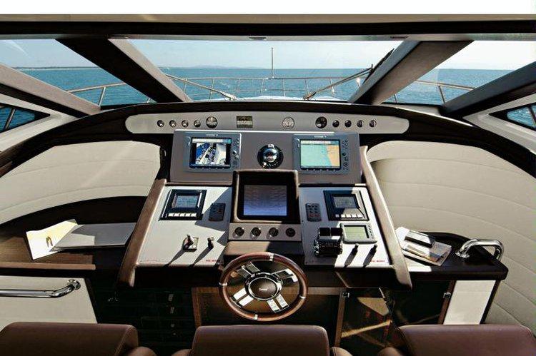 Discover Capri surroundings on this 86 S Azimut boat