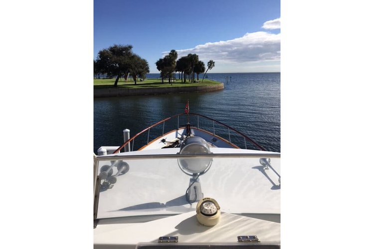 Discover St. Petersburg surroundings on this Custom Custom boat