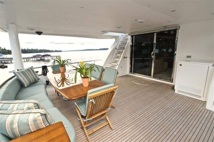 Discover St. Petersburg surroundings on this Custom Hargrave boat