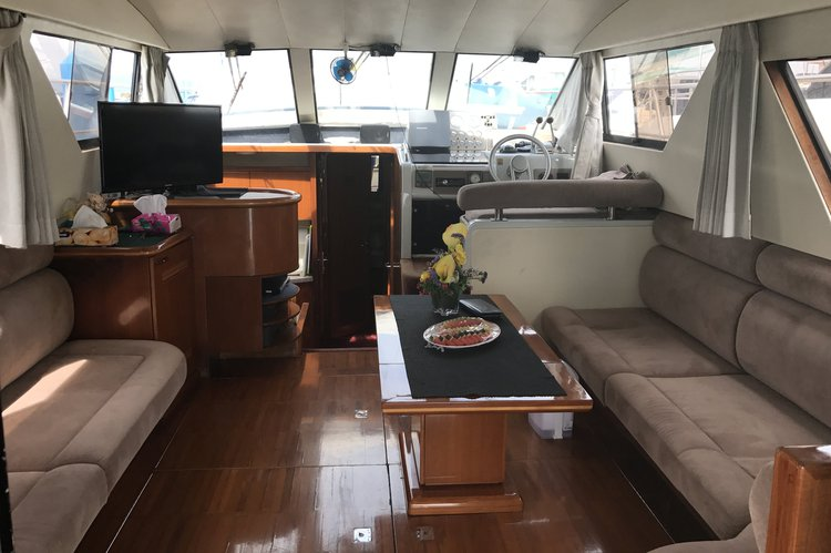 Discover Phuket surroundings on this Seahawk Sea Hawk Taiwan boat
