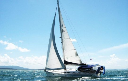 This 46.0' Bavaria cand take up to 8 passengers around Phuket