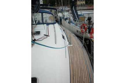 Dufour's 38.5 feet in Leuca