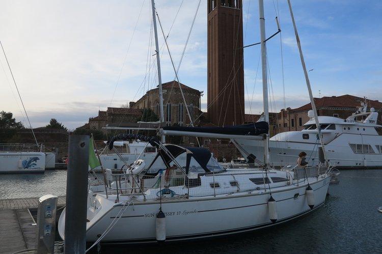 Boat for rent Jeanneau 37.0 feet in Santelena,
