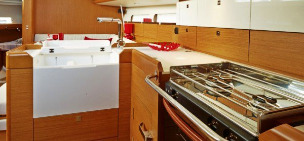 Discover St. Petersburg surroundings on this 44DS Jeanneau boat