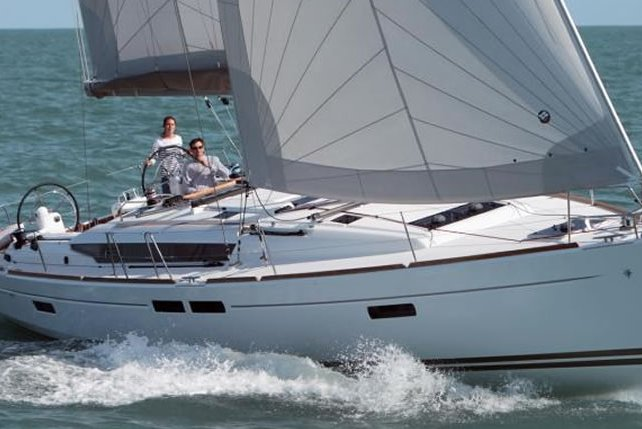 Explore Florida with style and elegance onboard Jeanneau 469