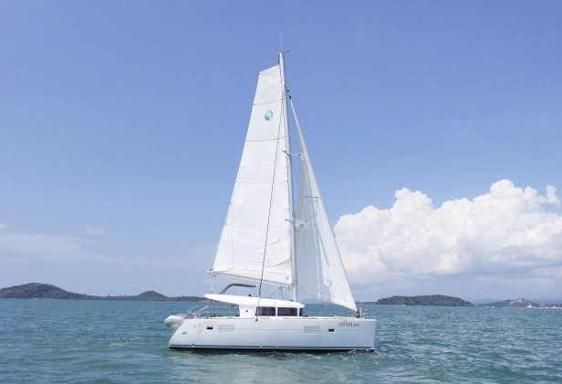 Discover Phuket surroundings on this 400S2 Lagoon boat