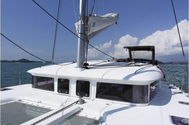 Up to 10 persons can enjoy a ride on this Lagoon boat
