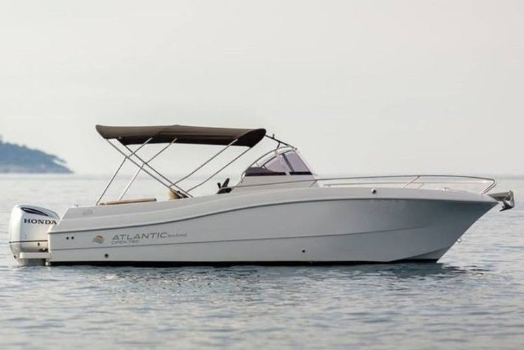 Center console boat for rent in Trogir