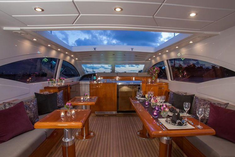 This 72.0' Mangusta cand take up to 13 passengers around MIAMI