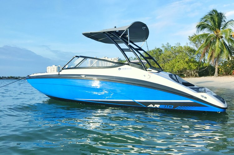 Discover Miami surroundings on this AR210 YAMAHA boat