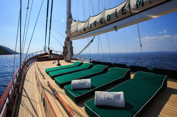 Up to 9 persons can enjoy a ride on this Classic boat