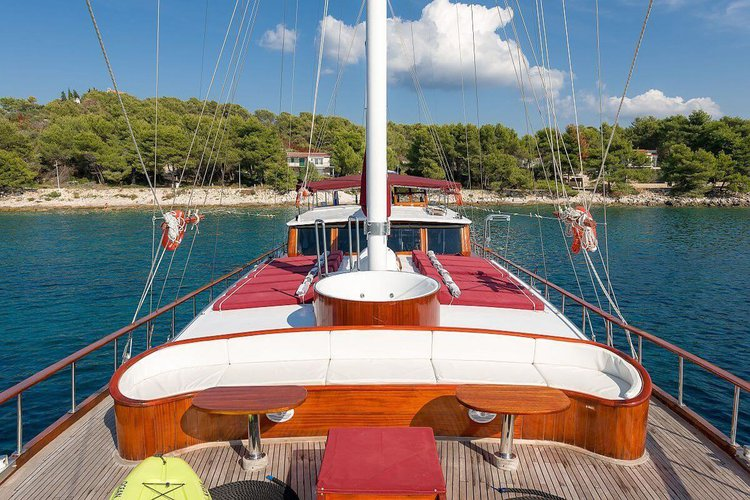 Discover Sibenik surroundings on this Custom Custom boat