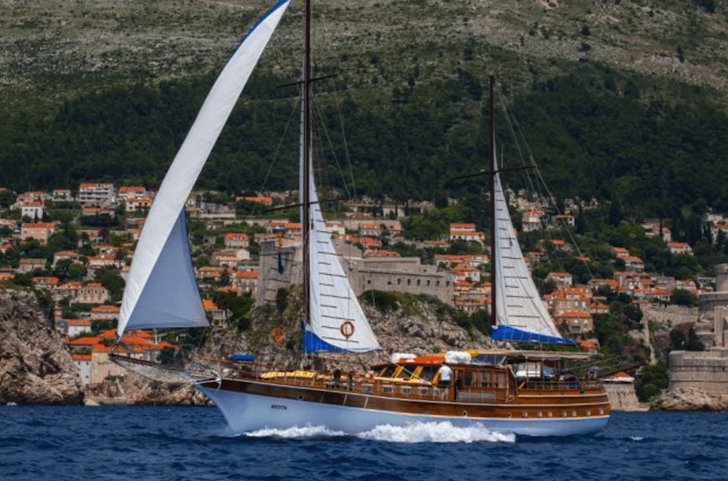 Classic boat for rent in Split