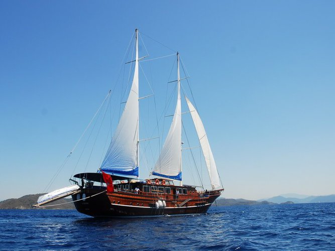 This 114.82' Custom cand take up to 17 passengers around Marmaris