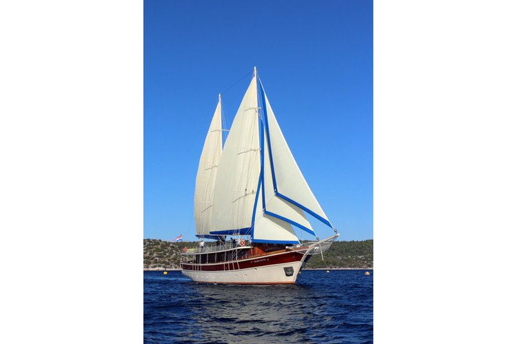 Classic boat rental in Split,