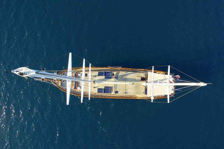 118.11 feet Custom in great shape