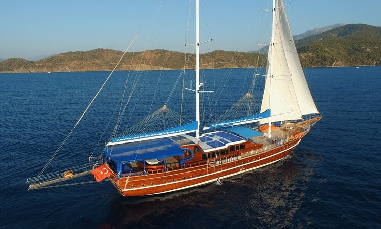 This 131.23' Custom cand take up to 18 passengers around Fethiye